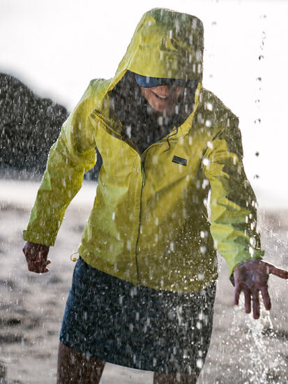 Go Cumulo Rain Jacket: Image 3
