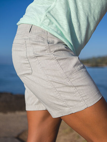 Zelle Shorts: Model Image