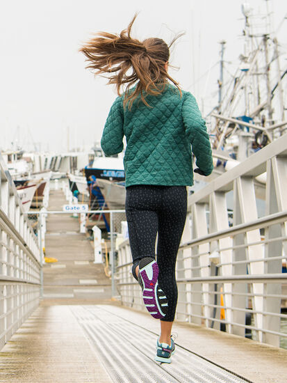 KC 3/4 Running Tights: Model Image